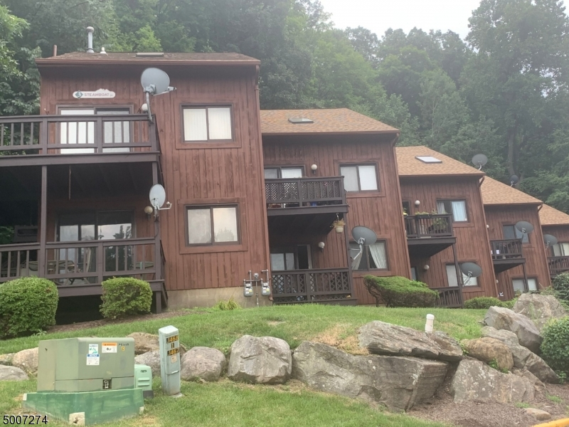 Photo of home for sale at 5 GRAY ROCK DR UNIT 4, Vernon Twp. NJ