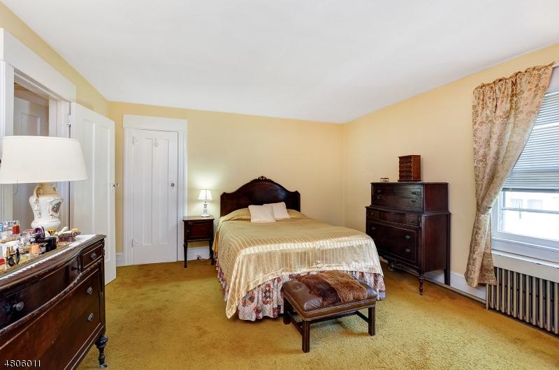 32 Clinton Ave Maplewood Twp., NJ 07040 - MLS #: 3480660