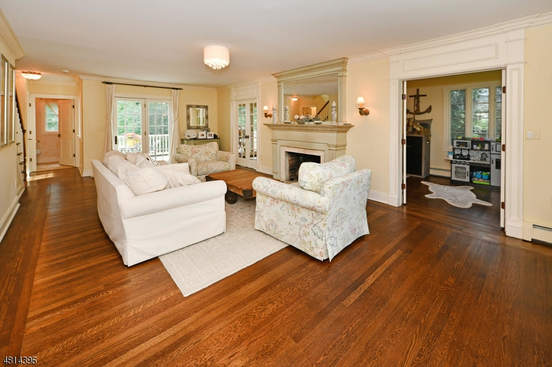 869 HILLCREST RD Ridgewood Village, NJ 07450 - MLS #: 3508361