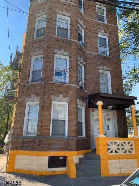 Photo of home for sale at 190 HAMILTON AVE, Paterson City NJ