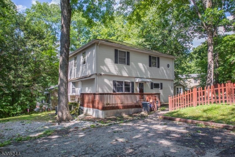Photo of home for sale at 176 Cupsaw Dr, Ringwood Boro NJ
