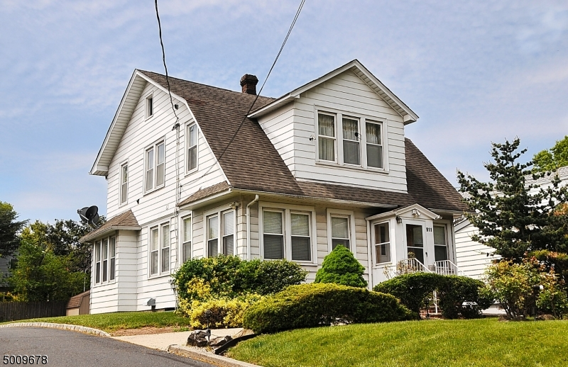 Photo of home for sale at 911 N WOOD AVE, Linden City NJ