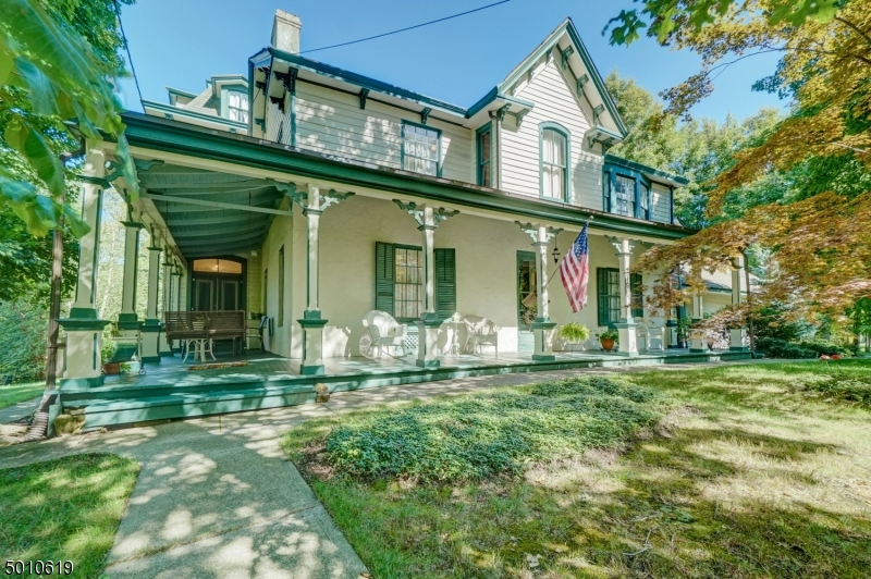Photo of home for sale at 179 PARK AVE, Midland Park Boro NJ