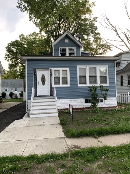 Photo of home for sale at 716 DRAKE AVE, Roselle Boro NJ