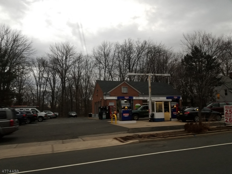 Photo of home for sale at 360 Main St, Chatham Boro NJ