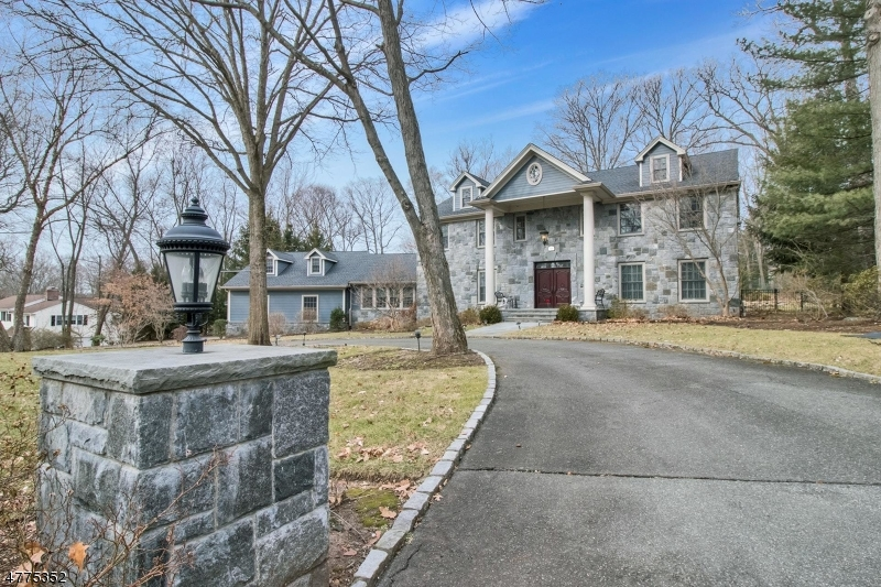 Photo of home for sale at 939 Huron Rd, Franklin Lakes Boro NJ