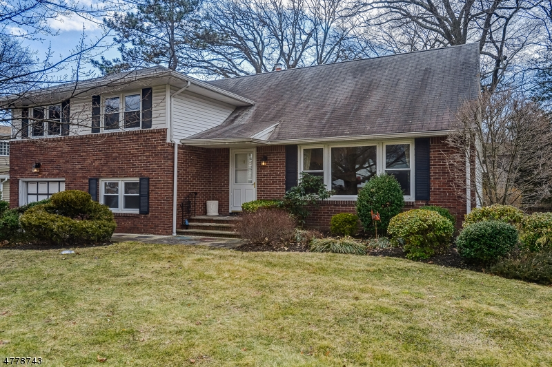 Property for sale at 8 Woodside Rd, Springfield Twp.,  NJ  07081