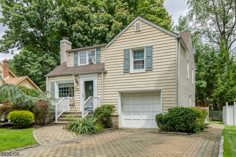 Photo of home for sale at 36 Sherwood Road, Springfield Twp. NJ