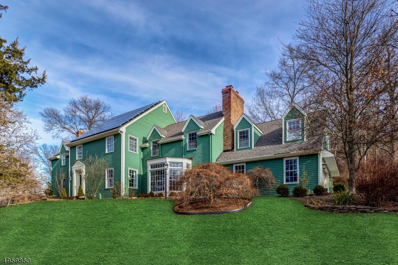 Photo of home for sale at 23 ROUNDTOP RD, Tewksbury Twp. NJ