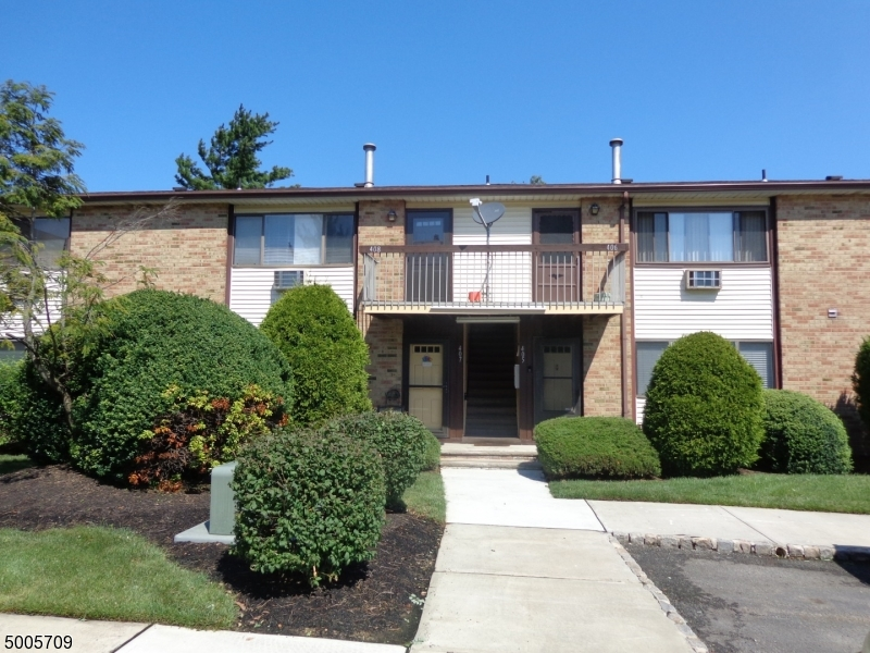 Photo of home for sale at 408 CRICKET LN, Woodbridge Twp. NJ