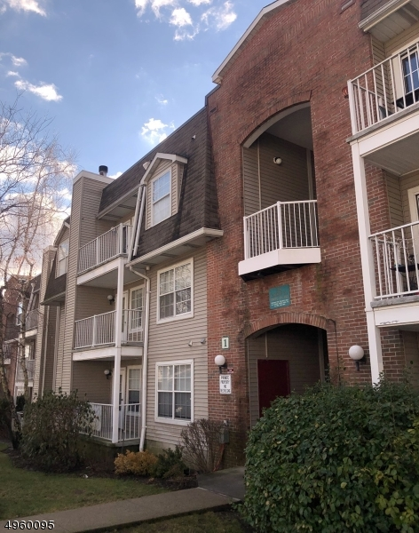Photo of home for sale at 38 GARDEN PL      UNIT 143, Edgewater Boro NJ