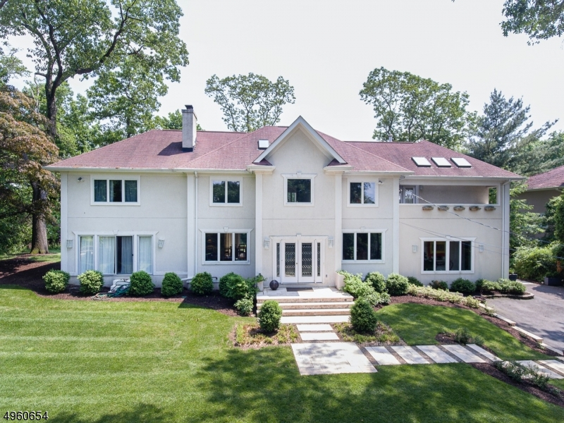Photo of home for sale at 144 LOOKOUT RD, Mountain Lakes Boro NJ