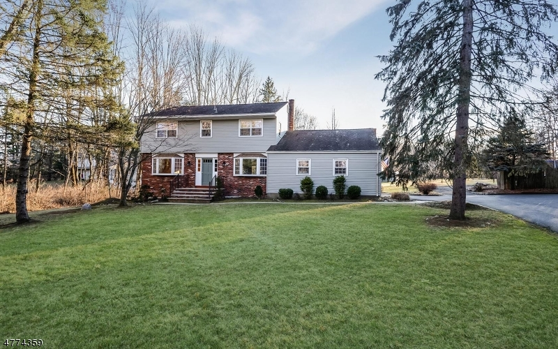 Photo of home for sale at 9 Schoolhouse Lane, Chester Twp. NJ