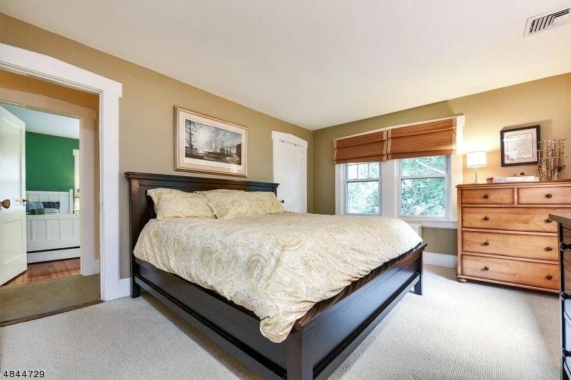 718 HILLCREST RD Ridgewood Village, NJ 07450 - MLS #: 3508366