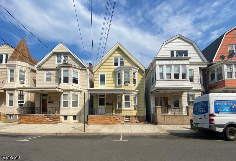 Photo of home for sale at 412 CLEVELAND AVE, Harrison Town NJ