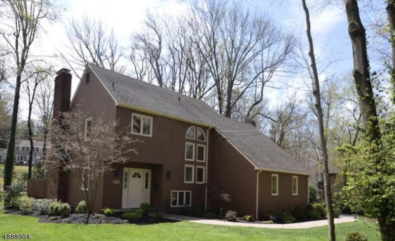 Photo of home for sale at 134 MOUNTAIN AVE, New Providence Boro NJ