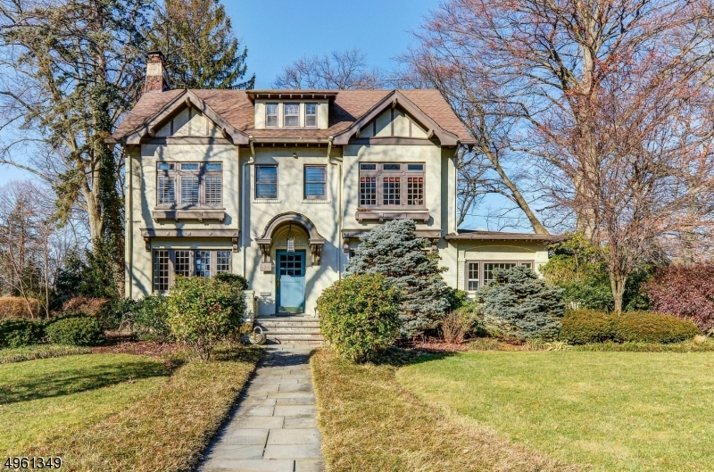 Photo of home for sale at 94 HEIGHTS RD, Ridgewood Village NJ