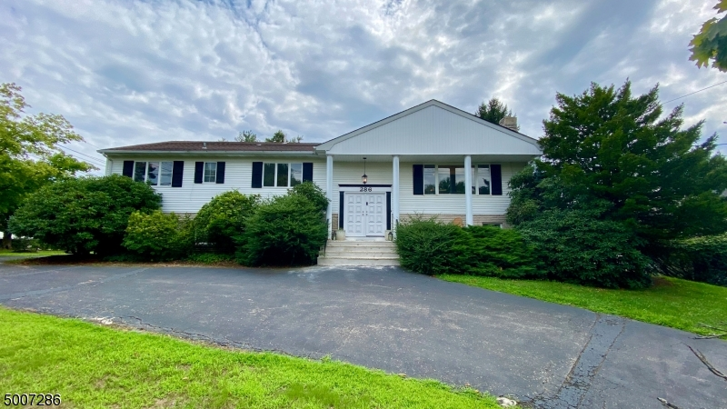 Photo of home for sale at 286 E MOUNT PLEASANT AVE, Livingston Twp. NJ