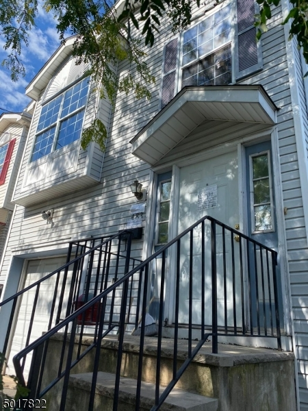 Photo of home for sale at 483 JELLIFF AVE, Newark City NJ