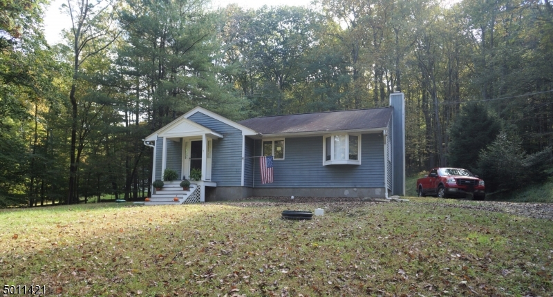 Photo of home for sale at 7 MOUNTAIN RD, Tewksbury Twp. NJ