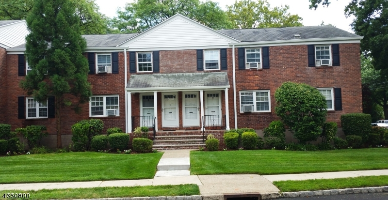 Photo of home for sale at 191 Knickerbocker Rd, Englewood City NJ