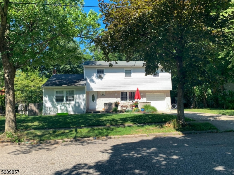 Photo of home for sale at 90 ALBANY AVE, Pompton Lakes Boro NJ