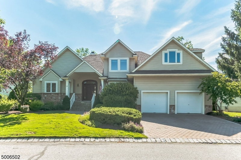Photo of home for sale at 3 ROCK OAK CT, Hardyston Twp. NJ