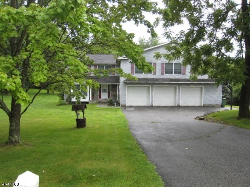 Photo of home for sale at 7 VICTORIA CROSSING RD, Knowlton Twp. NJ