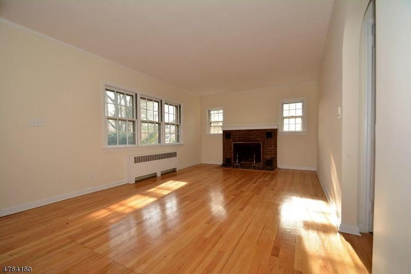 271 E Midland Ave Paramus Boro, NJ 07652 - MLS #: 3434470