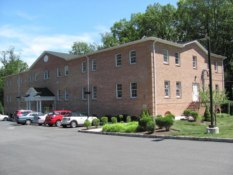 Photo of home for sale at 7 Industrial Rd, Pequannock Twp. NJ