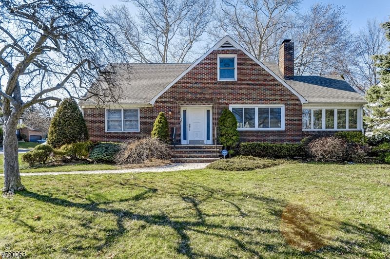 Property for sale at 4 Golf Oval, Springfield Twp.,  NJ  07081