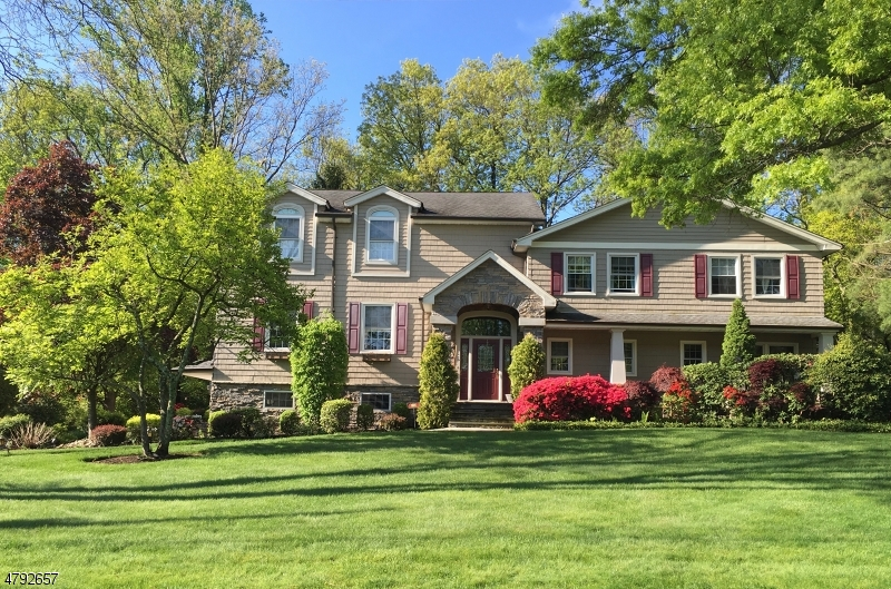 Property for sale at 10 Far Hills Rd, Springfield Twp.,  NJ  07081