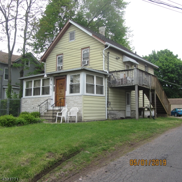 Photo of home for sale at 126 NORTH AVE, Dunellen Boro NJ