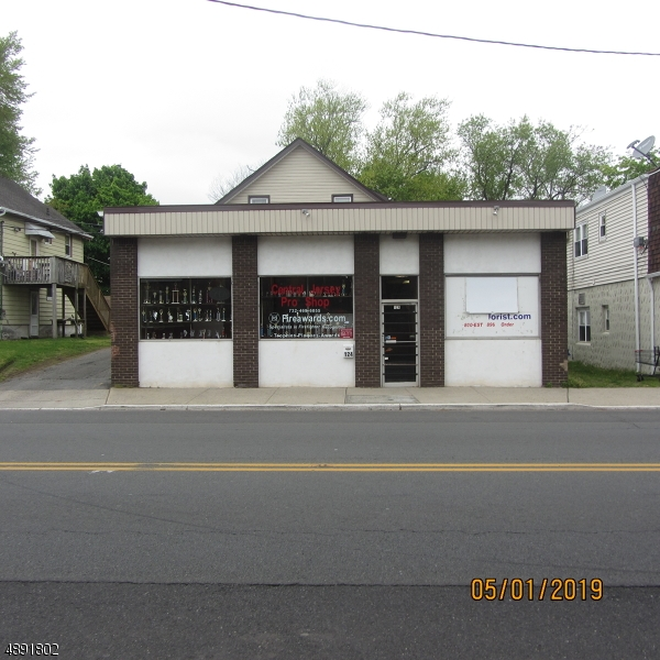 Photo of home for sale at 124 NORTH AVE, Dunellen Boro NJ