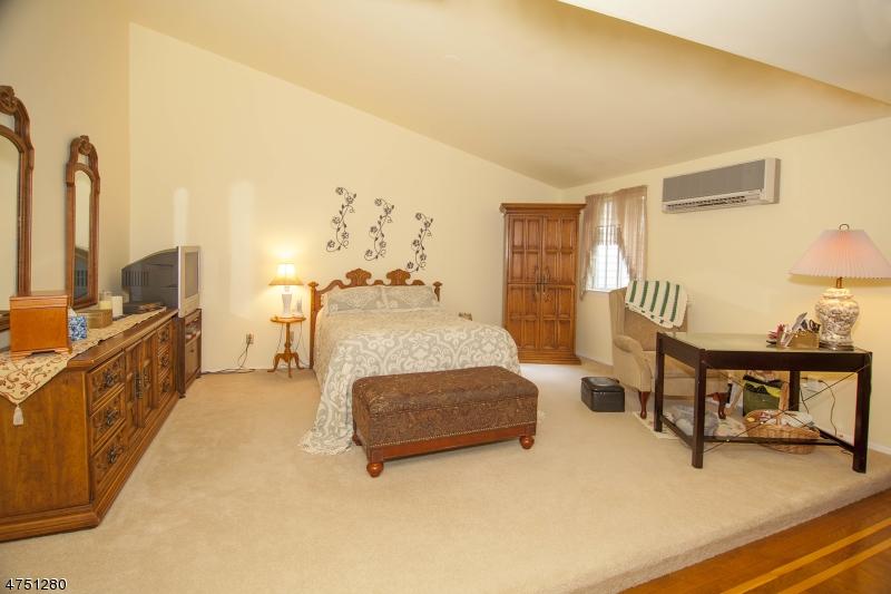 51 Castle Ridge Dr East Hanover Twp., NJ 07936 - MLS #: 3422473