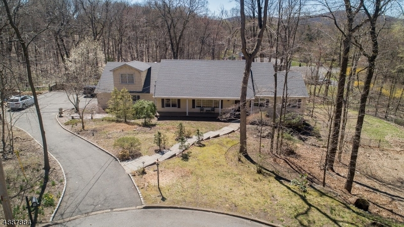 Photo of home for sale at 744 PAIUTE PL, Franklin Lakes Boro NJ
