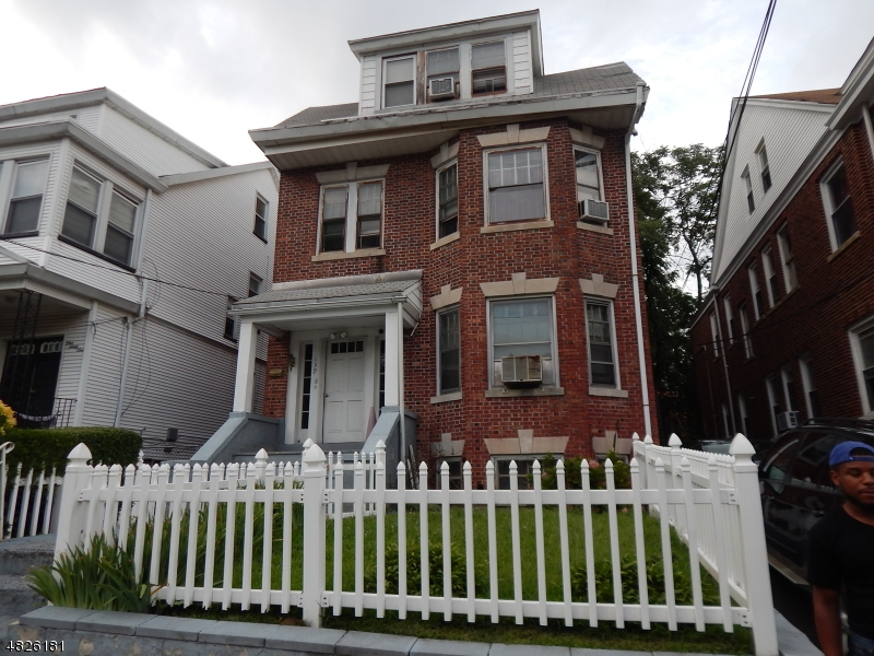Photo of home for sale at 159 SHEPHARD AVE, Newark City NJ