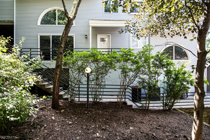 Photo of home for sale at 44 CHESTNUT ST Unit 2, Morristown Town NJ