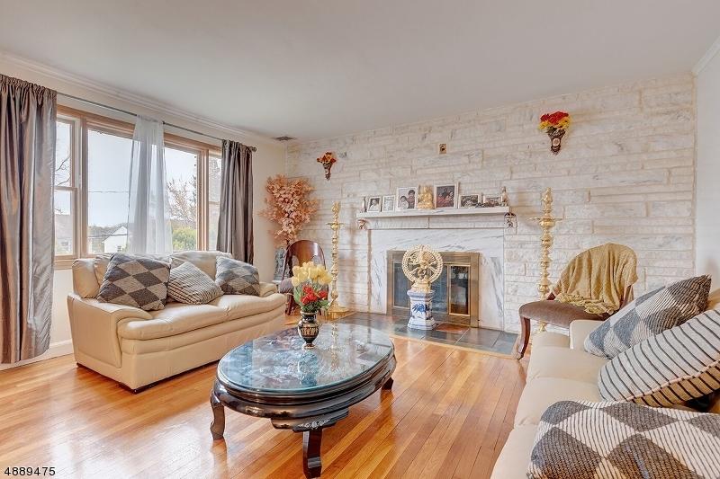 Photo of home for sale at 16 Mount Ararat Rd, Millburn Twp. NJ