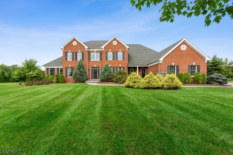 Photo of home for sale at 7 VAIL LN, Raritan Twp. NJ