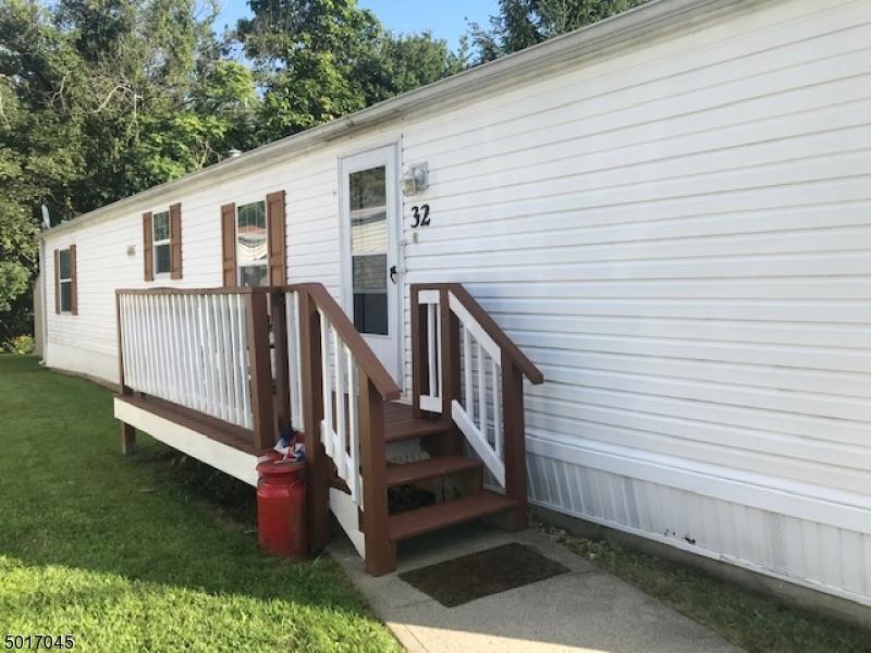 Photo of home for sale at 32 DANIEL, Rockaway Boro NJ