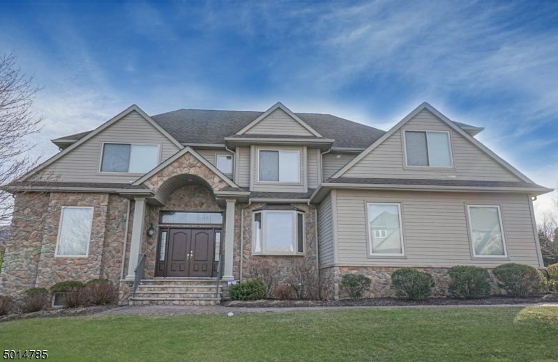 Photo of home for sale at 1 WHITE OAK CT, Hardyston Twp. NJ