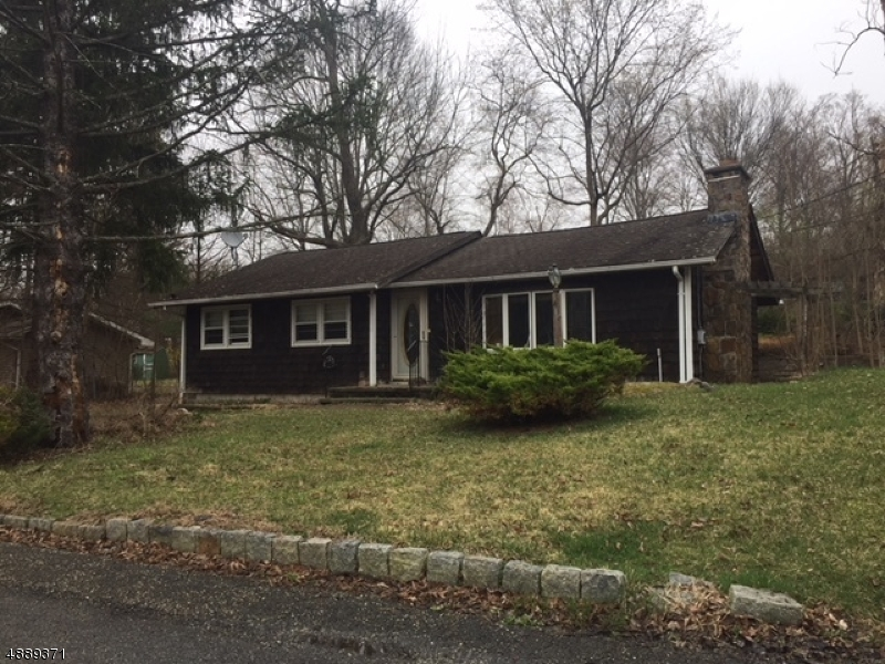 Photo of home for sale at 4 BEACH VIEW CT, Hardyston Twp. PA