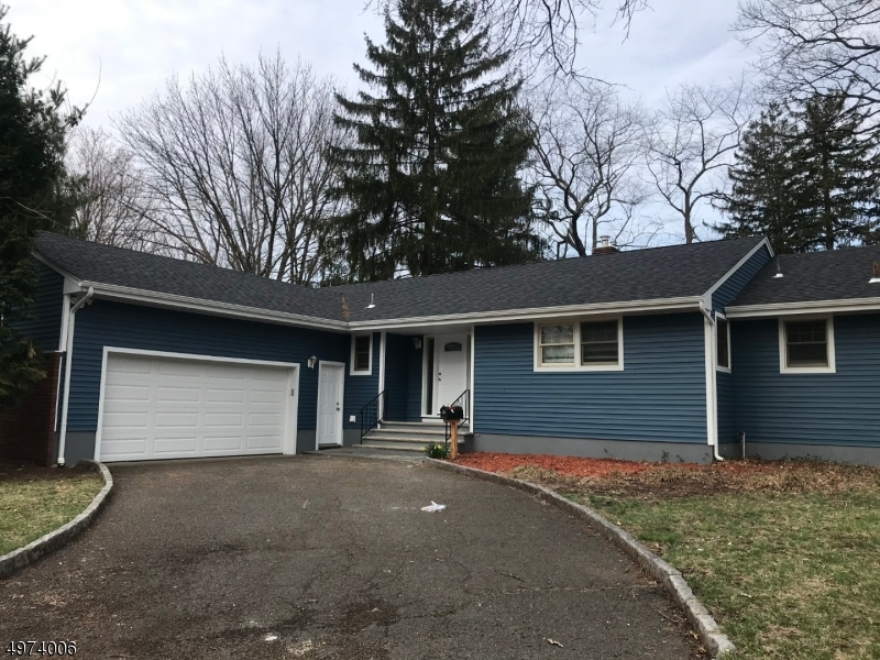 Photo of home for sale at 135 MACKAY DR, Bergenfield Boro NJ