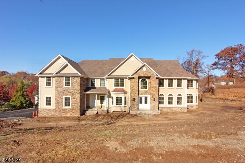 Photo of home for sale at 10 Ledgewood Ct, Cedar Grove Twp. NJ