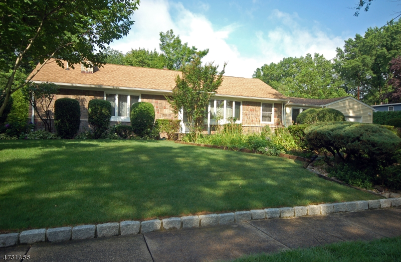 10 Radburn Rd Glen Rock Boro, NJ 07452 - MLS #: 3404176