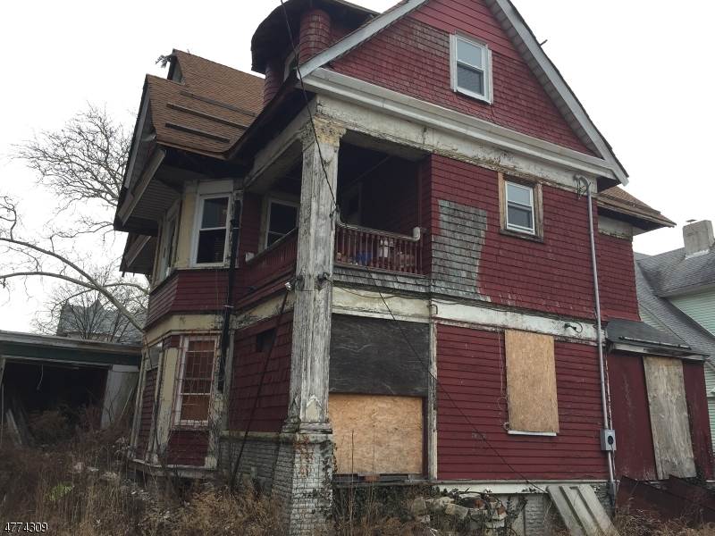 Photo of home for sale at 15 INGRAHAM PL, Newark City NJ