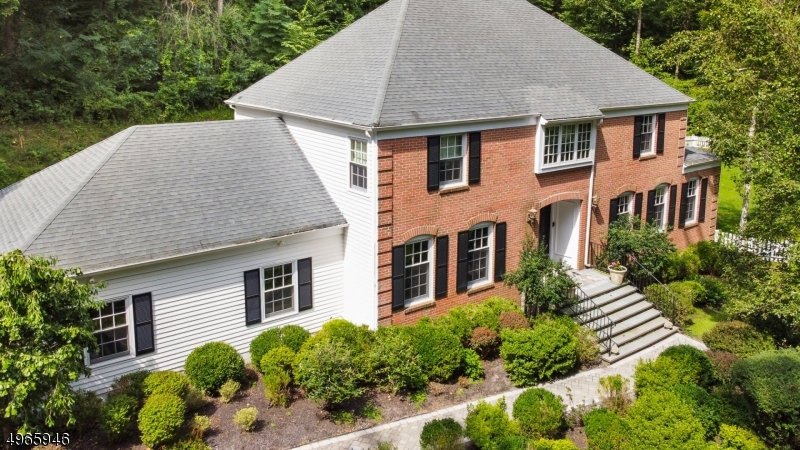 Photo of home for sale at 17 GLEN GARY DR, Mendham Twp. NJ