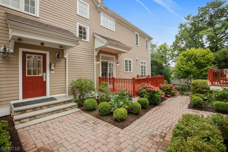 Photo of home for sale at 60 CHESTNUT ST UNIT 5, Morristown Town NJ