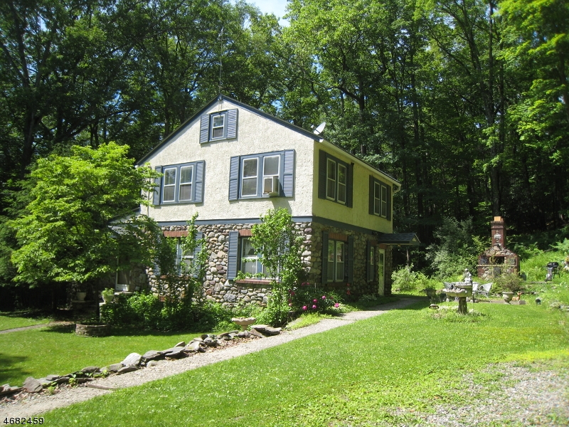 Photo of home for sale at 26 Stony Brook Rd, Blairstown Twp. NJ